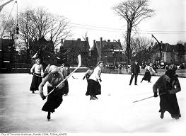 women hockey players old photo